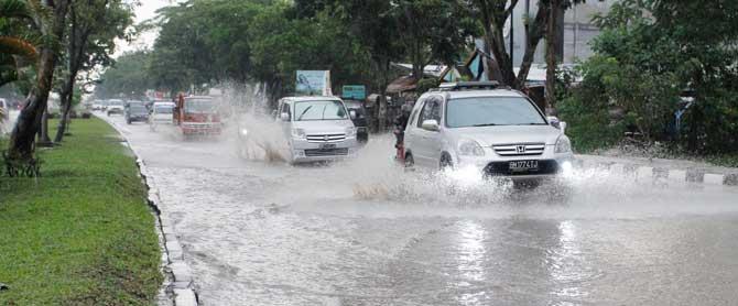 Antisipasi Banjir Wako Minta Warga Lapor Jika Ada Parit yang Tersumbat