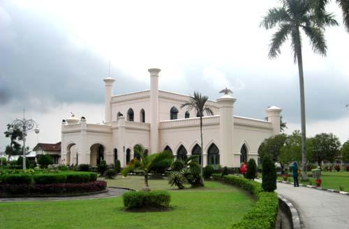 Jalan – Jalan ke Istana Siak Sri Indrapura